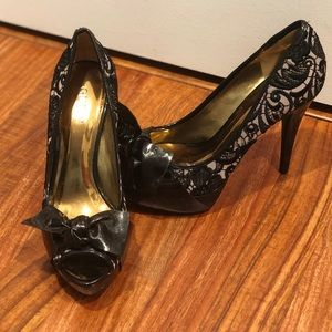Guess women's size 7.5 black lace and bow heels